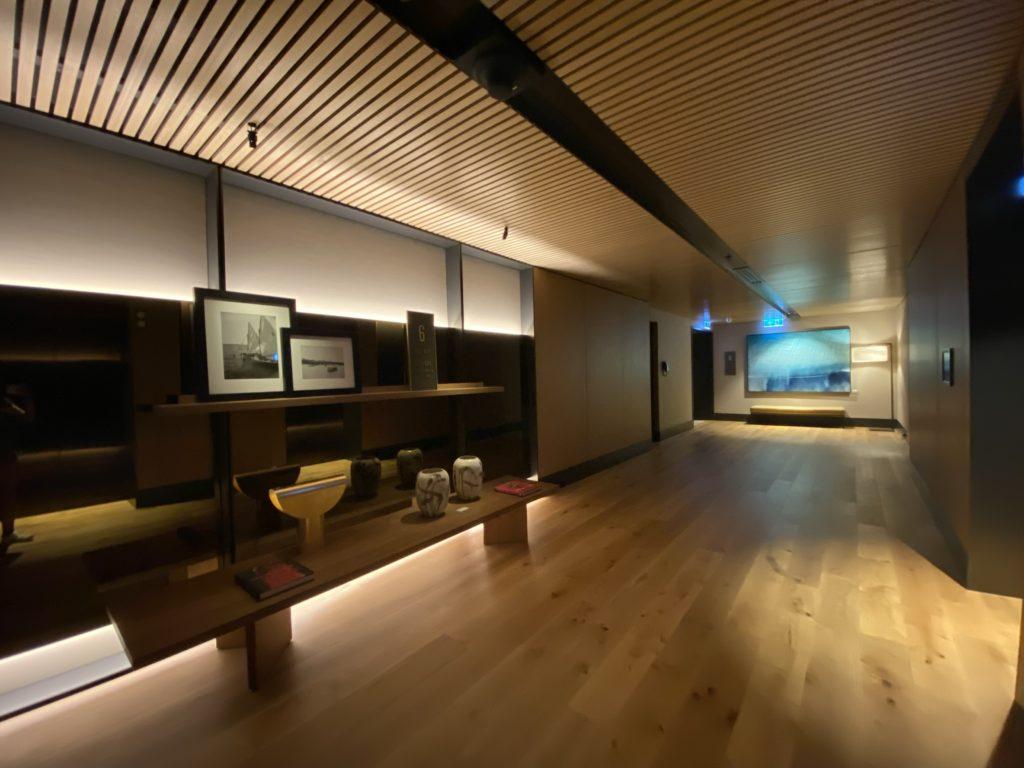 高級ホテルのザリッツカールトン パース エレベーター前