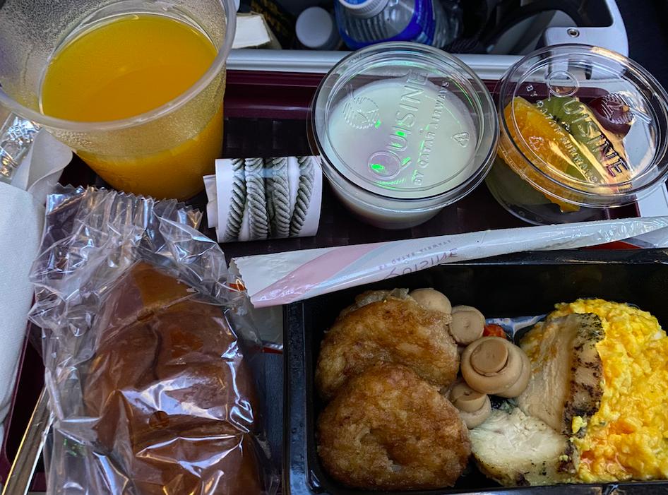 カタール航空の機内食(朝ごはん)